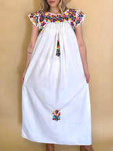 Load image into Gallery viewer, 70s Embroidered Oaxacan Dress