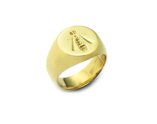 The French Bee Signet Ring in 18kt Gold