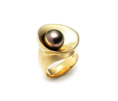 Pearl Noir  Black Tahitian Pearl set in 18kt Gold