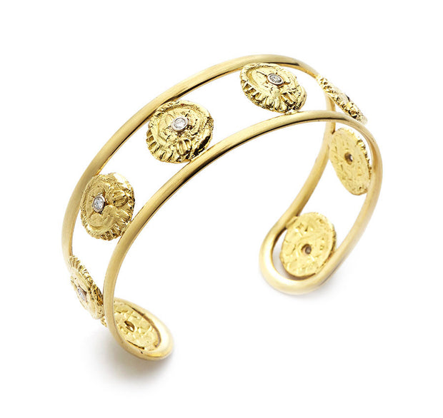 """Sea""Quin and Diamond 18kt Yellow Gold Cuff"
