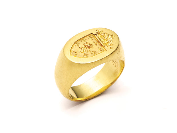 The Ashley Oval Signet Ring in 18kt Gold