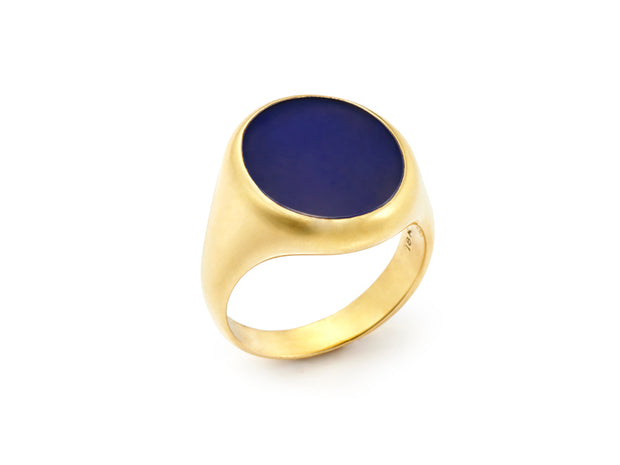 The Blue Onyx Signet Ring in 18kt Gold