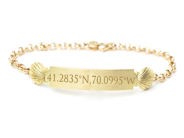 Quarterboard Bracelet™ in 18kt Gold with Scallop Shell and Rolo Border