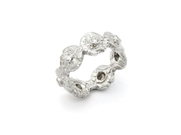 """Seaquin"" Band Ring with Diamonds in 18kt White Gold"