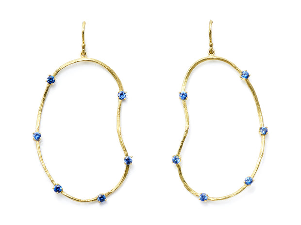 Oyster Earrings with Sapphires in 18kt Gold