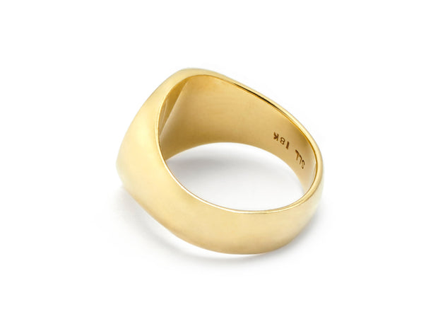 The D Signet Ring in 18kt Gold