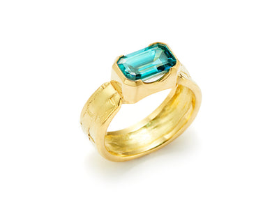 Fine Blue Zircon Ring set in 18kt Gold
