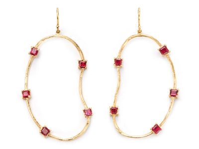 Oyster Earrings with Rubies in 18kt Gold