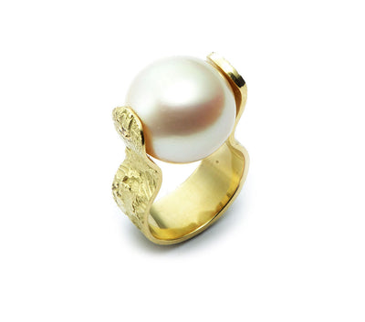 South Sea Pearl Spinning Ring set in 18kt Gold