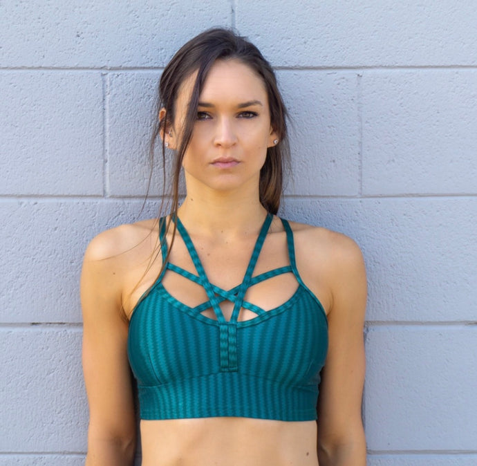 GLOSSY EMERALD GREEN SPORTS BRA