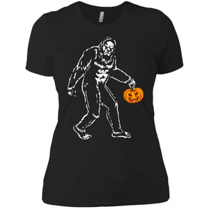 Bigfoot Holding Pumpkins Halloween Shirt