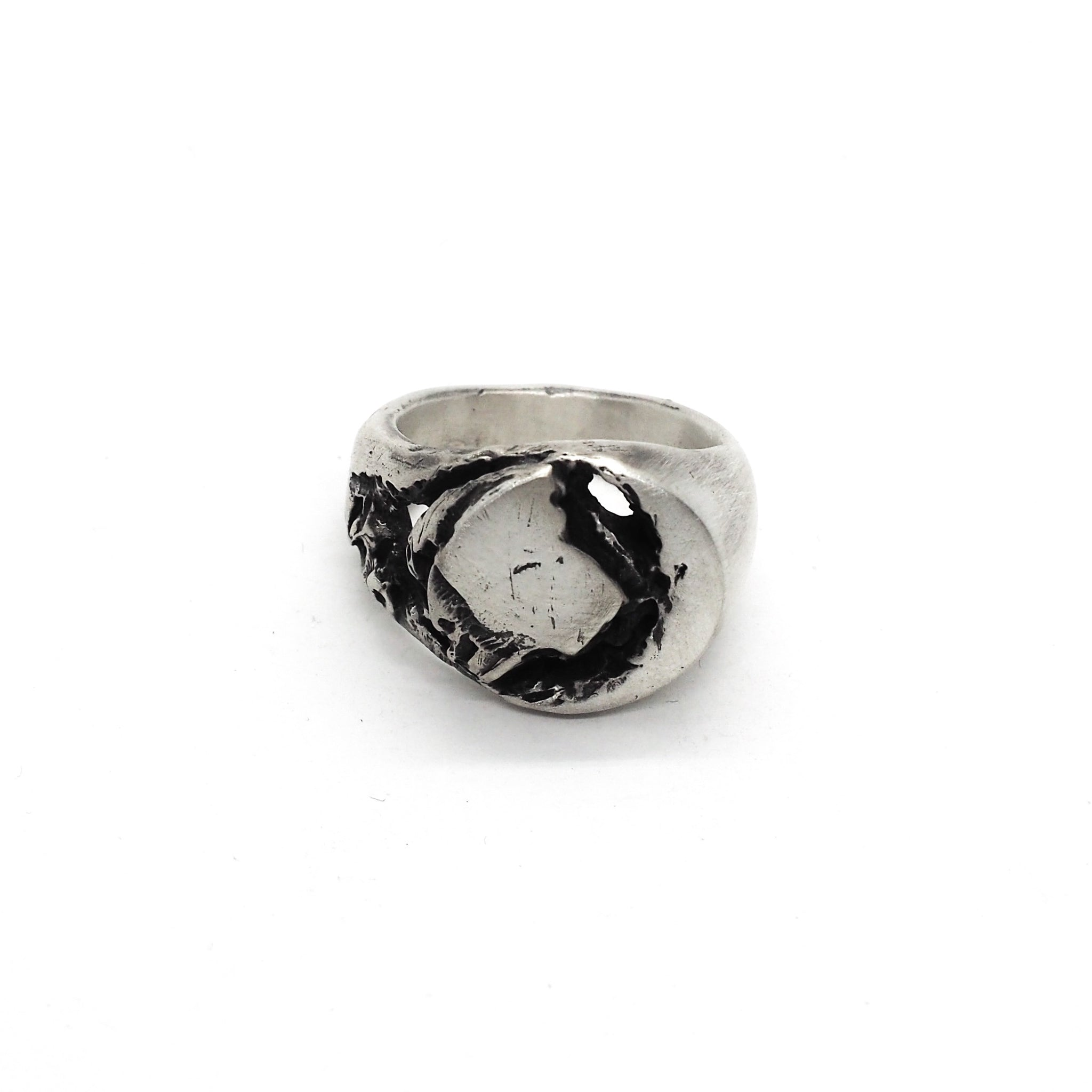 BROKEN SIGNET RING