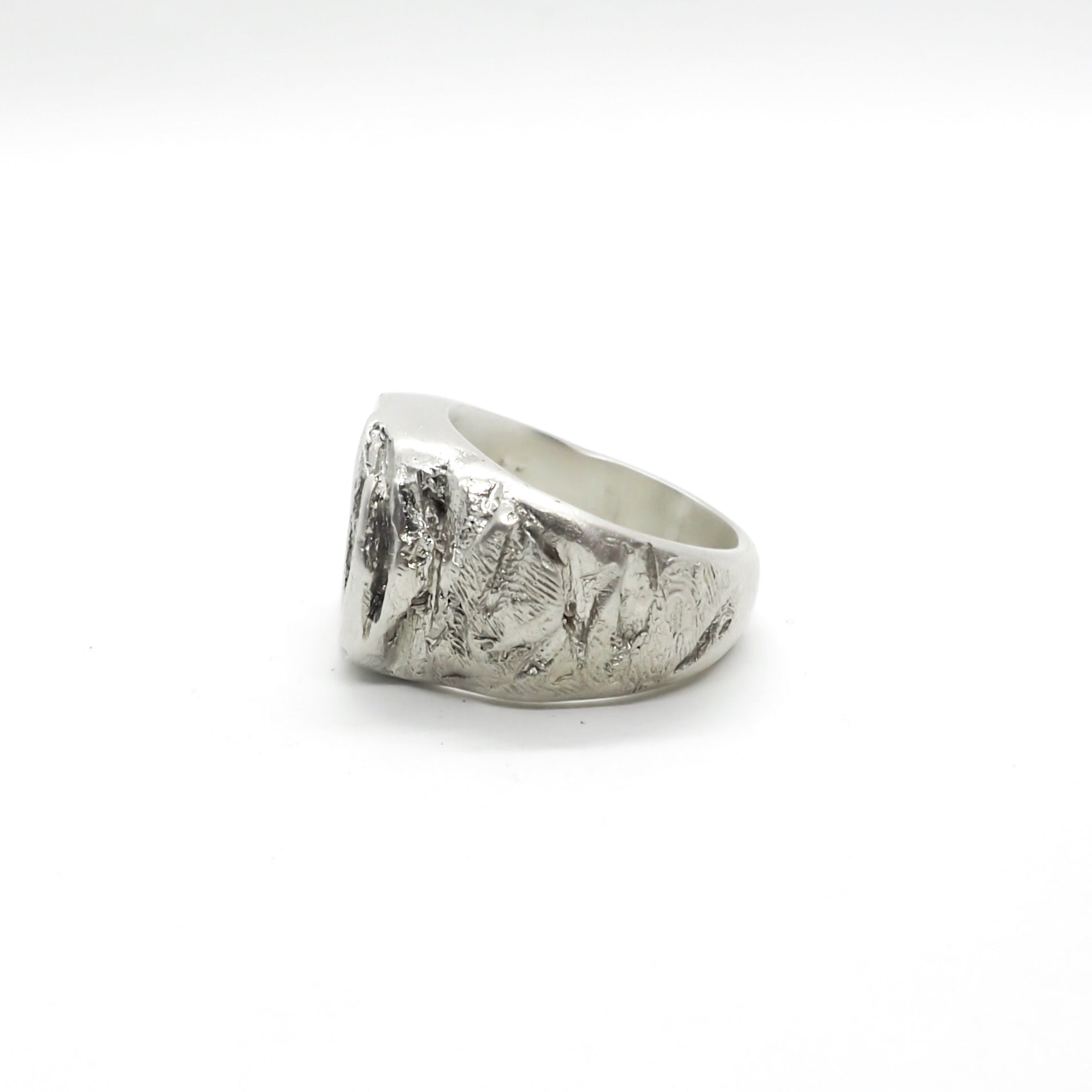 BROKEN CITIZEN SIGNET RING WHITE