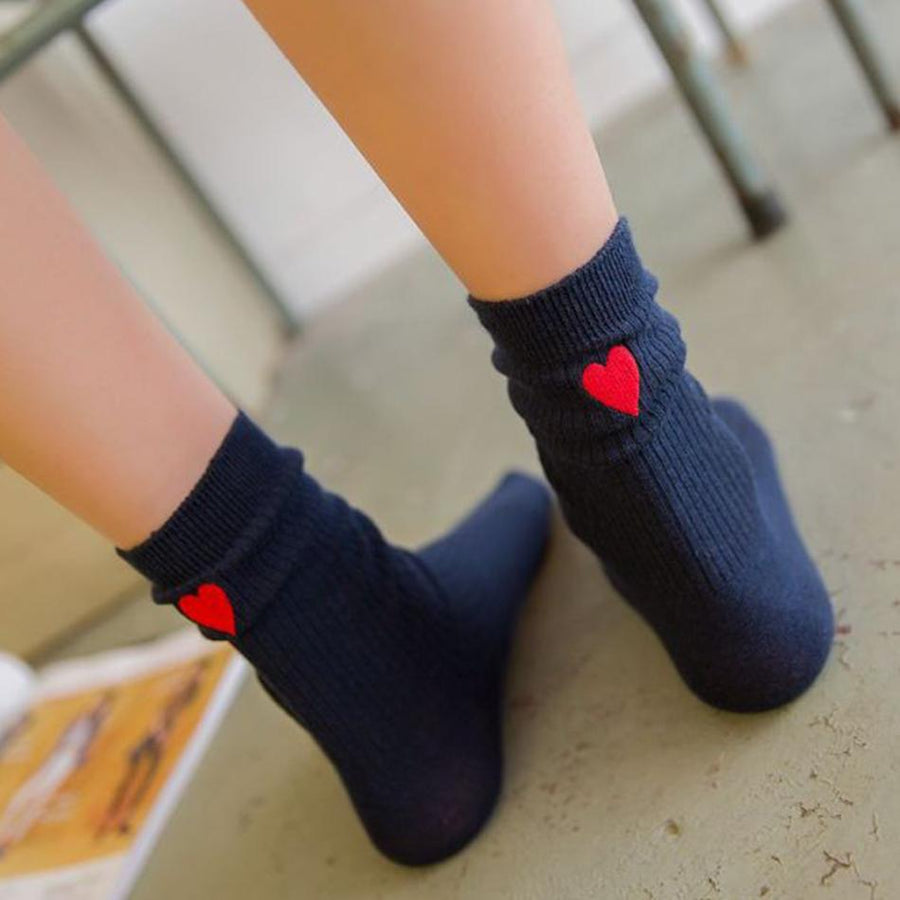 2017 Summer new style women fastion sweet cute cotton with red heart embroidery version fashion 20cm breathable girls' socks