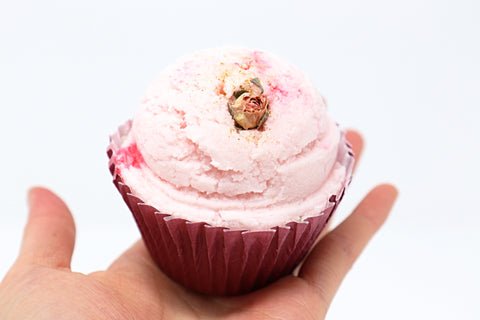 Shop Vintage Rose cupcake bath bombs in Canada | Natural Wonders | 100% Hand Made | Ultra Hydration | Dry and Itchy