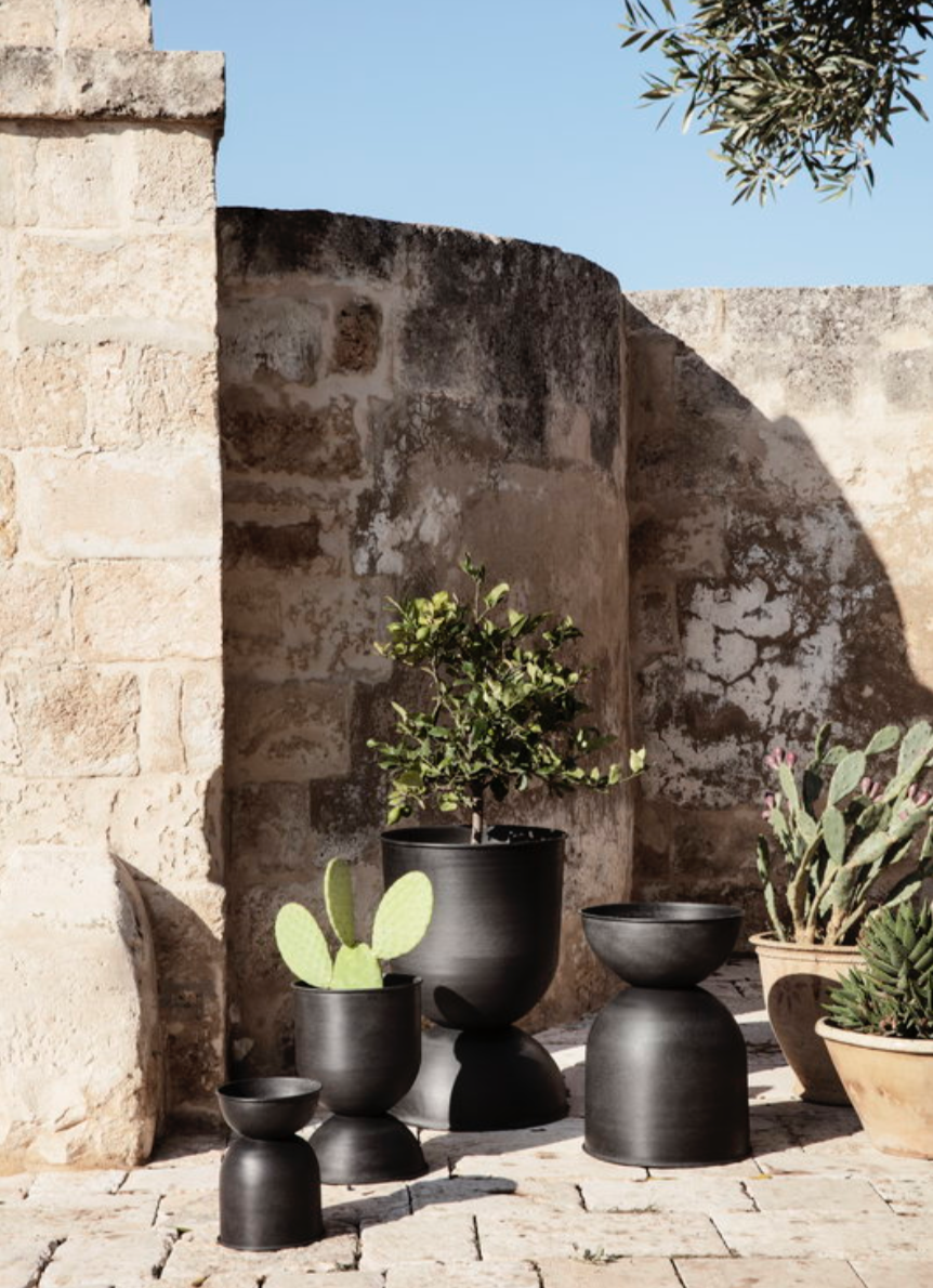 Hourglass Pot Black - Outdoor