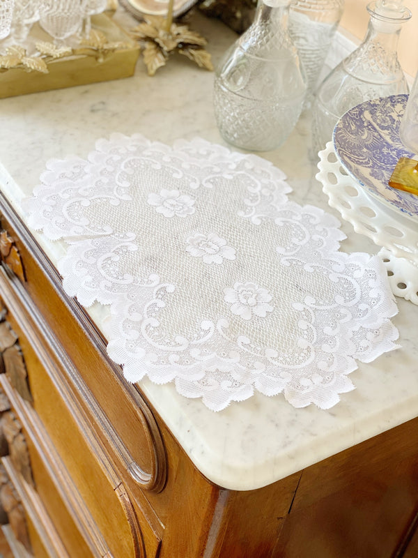 Dainty Lace Placemat Set