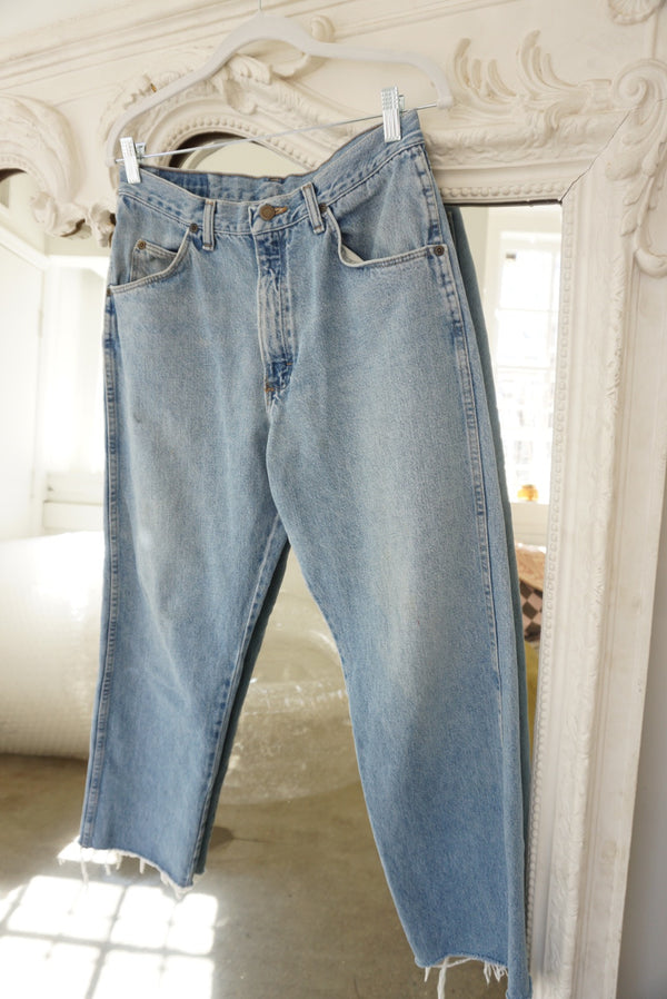 Wrangler Cropped Mid Wash