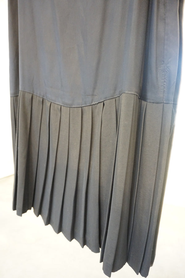 Large Pleated Dropwaist Slip