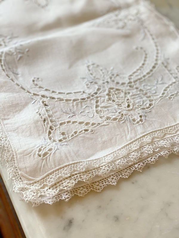 Cream Lace Placemat Set