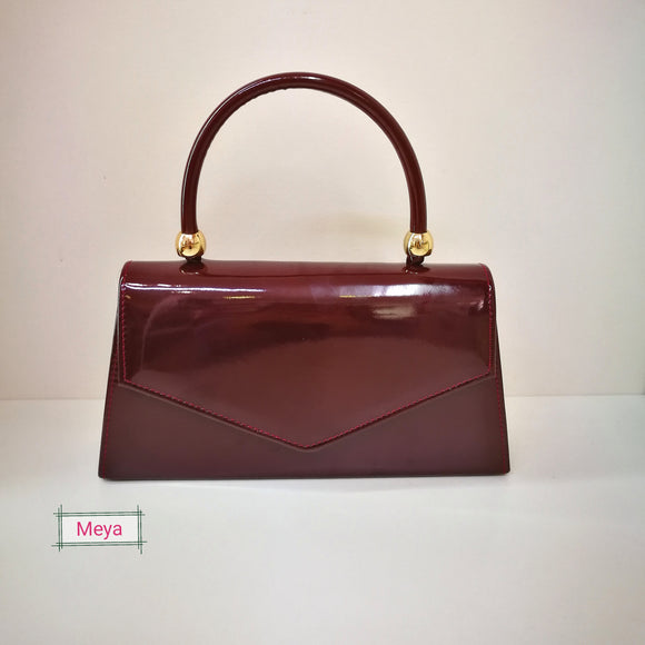 Burgundy clutchbag with handle