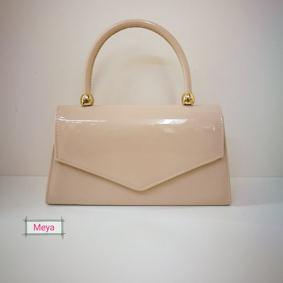 Nude colour clutchbag with handle