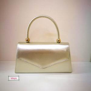 Champagne color clutchbag with handle
