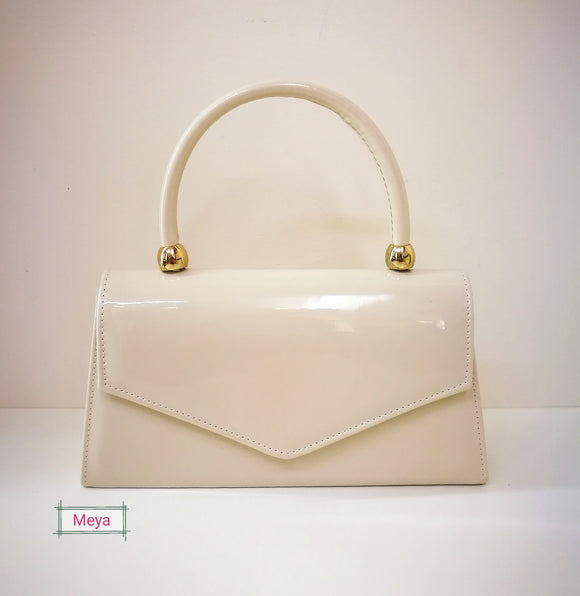 Beige colour clutchbag with handle