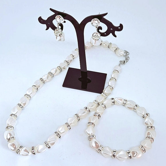 Pearl necklace set includes bracelet and earrings 01