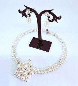 Pearl necklace set includes earrings 02
