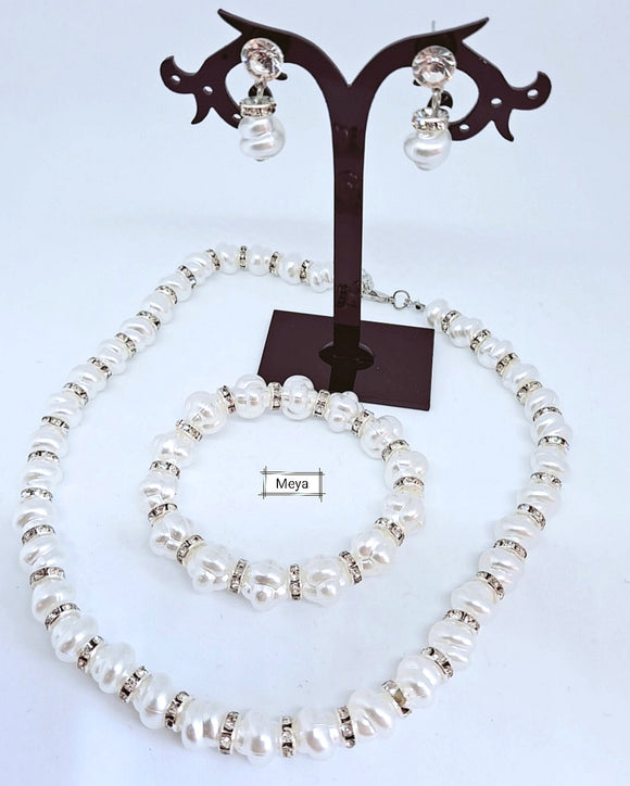 Pearl necklace set includes bracelet and earrings 02