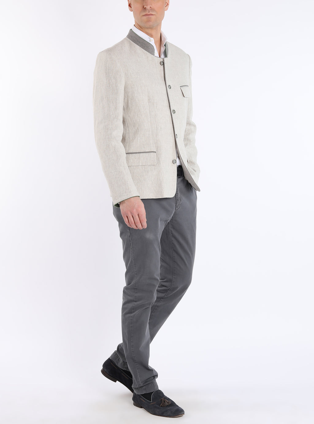 Traditional Bavarian blazer with open back crease from linen in its natural colour