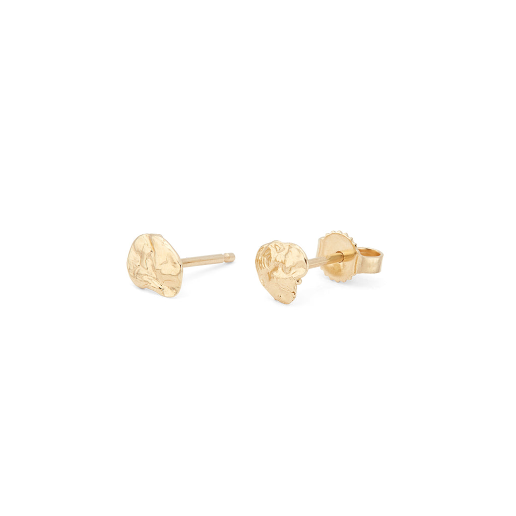 Our delicate yet raw piece of gold, the medium Ray stud earrings in 14-karat solid gold. The medium Ray stud earrings are perfect for piercings in the upper ear or as an aesthetic detail adding a little ray of light to your ear.  PRODUCT DETAILS:   Stud earrings in 14-karat solid gold.  Handmade in Los Angeles Back closure SIZE & MEASUREMENTS:  Gold piece: 5-6 mm Ear stud: 11 mm Back closure: 5 mm