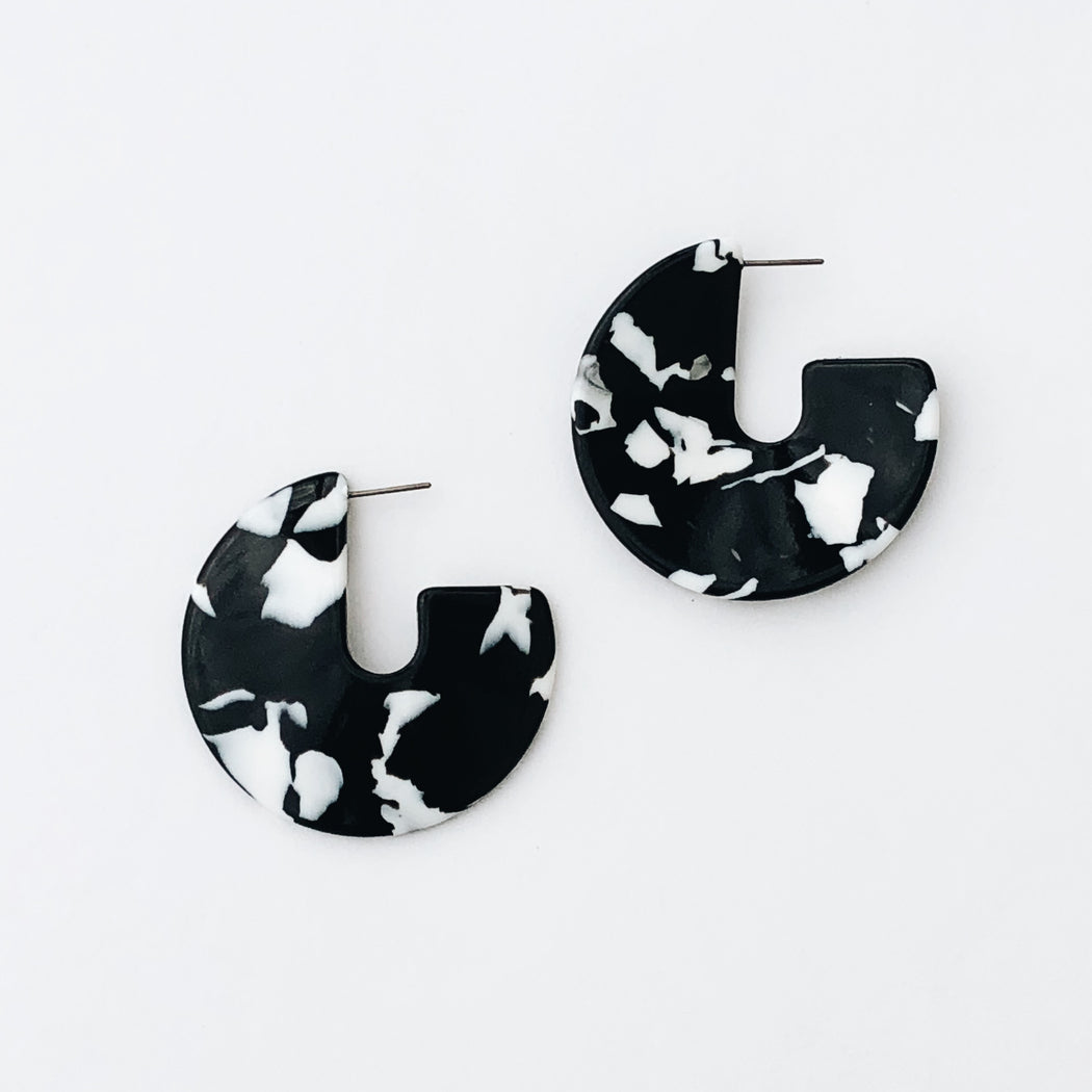 Kat Earrings in Noir Tortoise