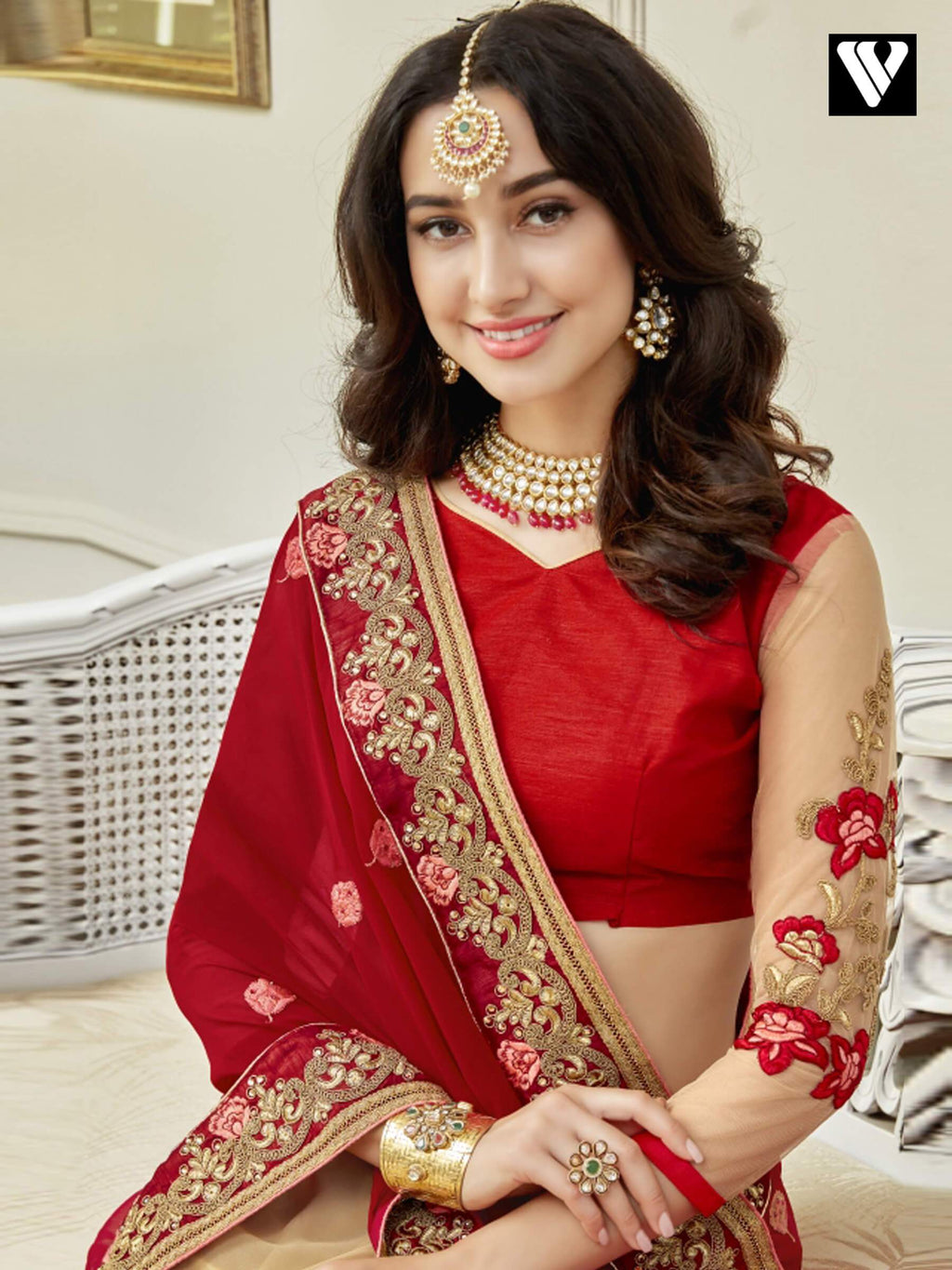 Unique Design Georgette Saree In Red & Beige