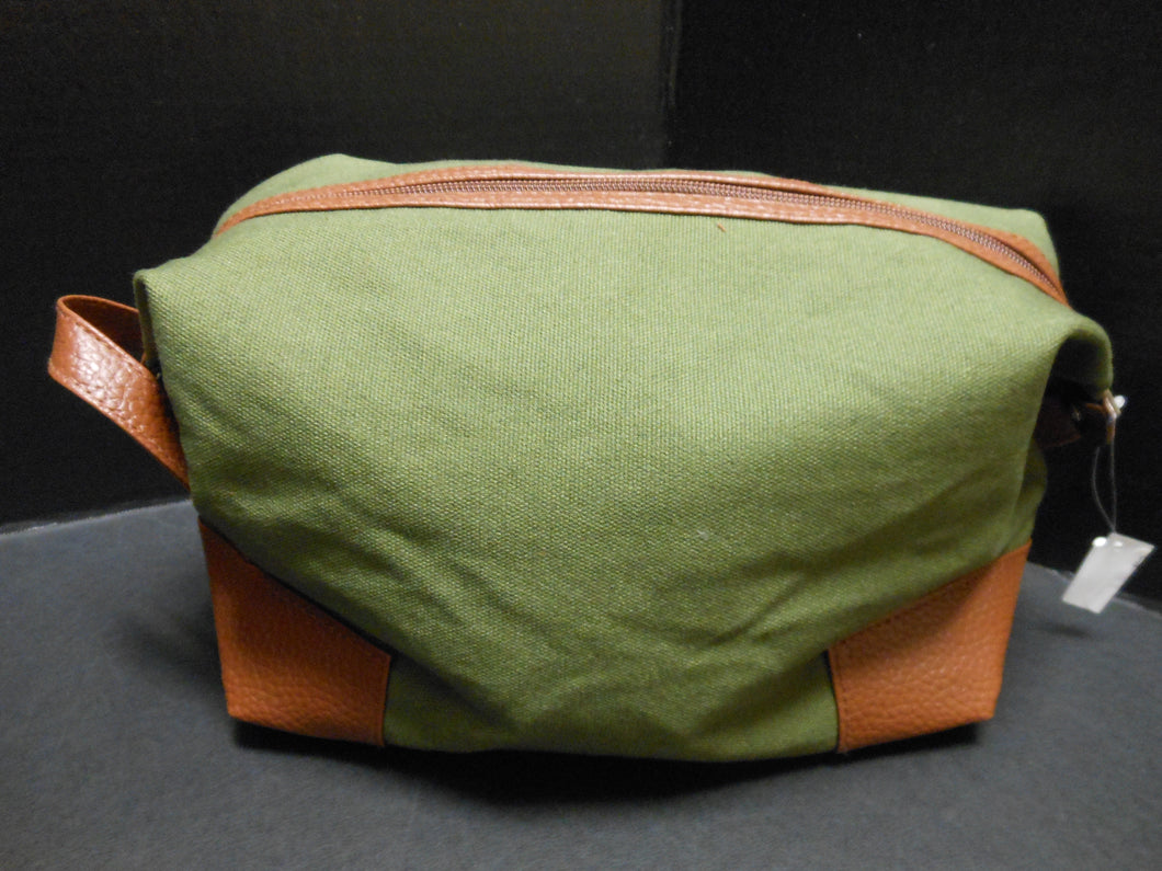 FOREST GREEN CANVAS DOPP KIT