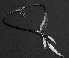 Load image into Gallery viewer, Chain Feather Necklace
