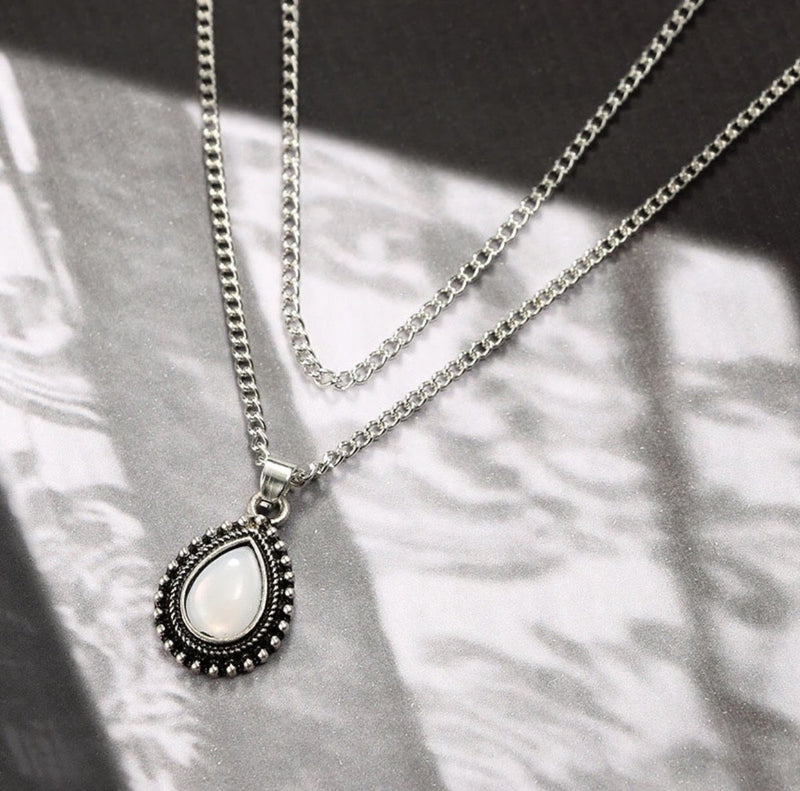VINTAGE RETRO WATER DROP CRYSTAL NECKLACE - Regal Collective