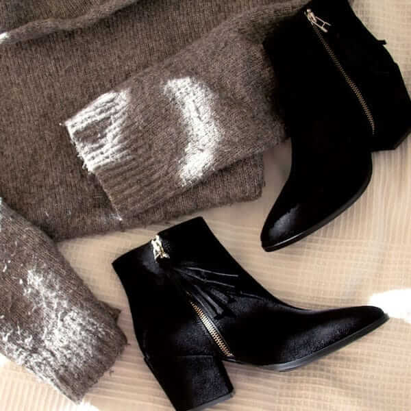 6897 Black | mid heel suede ankle boot