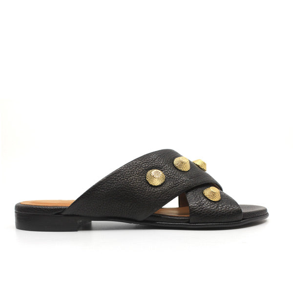 single side view Black textured leather Billi Bi flat crossover slide with gold stud detail