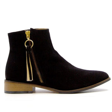 Erin Black | Flat suede ankle boot