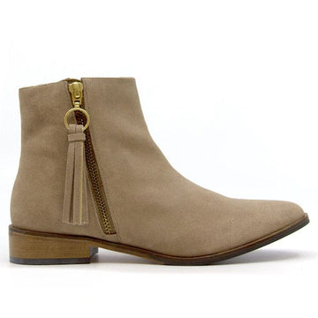 Erin Sand | Flat suede ankle boot
