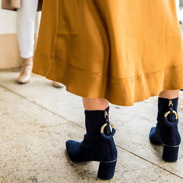 Oblique Ring Navy | Mid heel corduroy ankle boot
