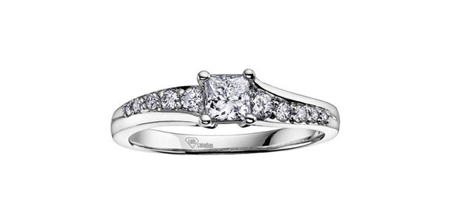Bague à diamants princesse en or 14k blanc