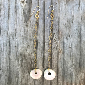 SINGLE PUKA CHAIN EARRINGS MEDIUM