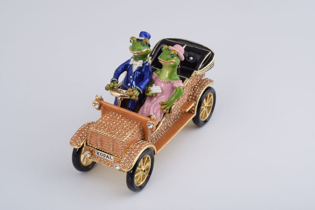Mr. & Mrs. Frog Car  Keren Kopal
