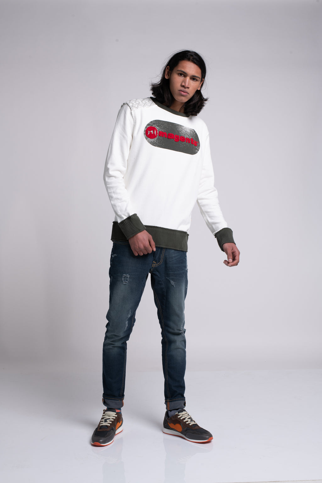 DOG TAG LOGO CREW NECK SWEATER
