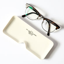 Load image into Gallery viewer, 【PUEBCO INC.】GLASSES TRAY SQUARE 眼鏡造型陶瓷置物盤
