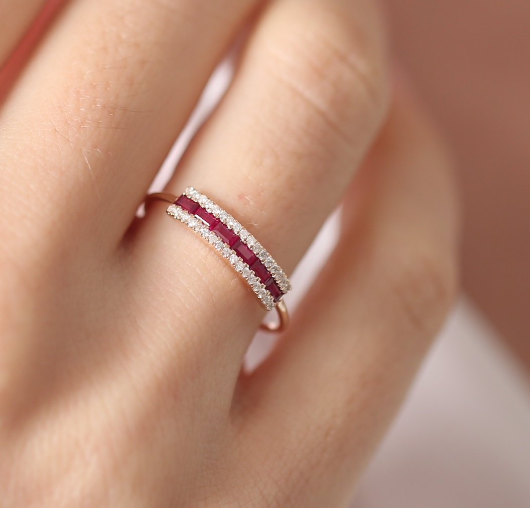 Fashion delicate men's and women's rings Zircon copper ring birthday gift anniversary jewelry