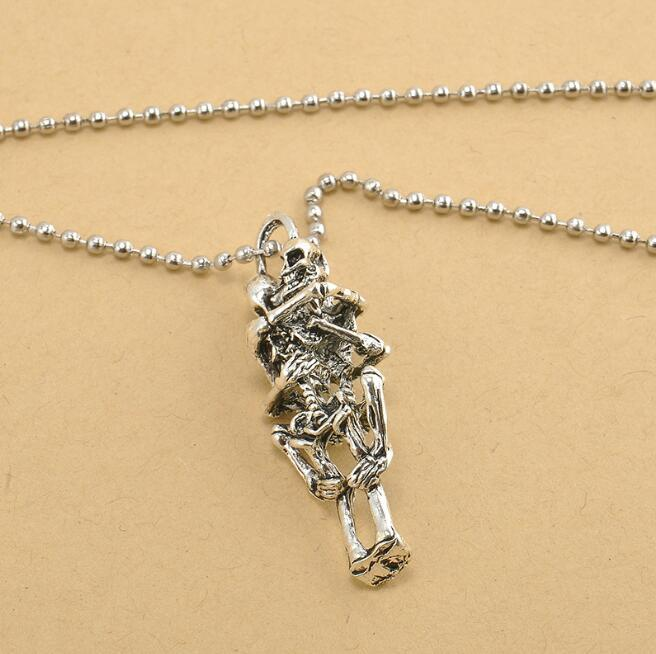 Love to fall, love the pendant, European and American retro necklace